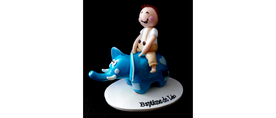 Cake topper Baptême – Léo à dos d'éléphant